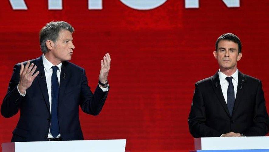 Vincent Peillon et Manuel Valls lors du 2ème débat TV le 15 janvier 2017 à Paris