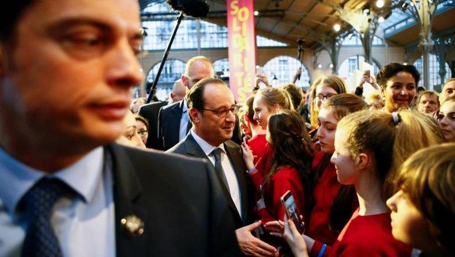 """François Hollande lors d'une visite au forum """"La France s'engage"""" le 15 janvier 2017 à Paris"""