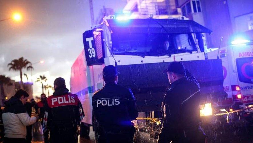 Des policiers sur le lieu de l'attentat commis le 5 janvier 2017 à Izmir