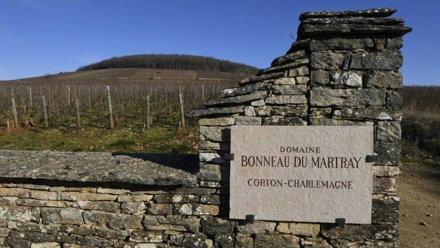 """L'entrée du """"Domaine Bonneau du Martray"""" près de Pernand-Vergelesses, le 6 janvier 2017 en Bourgogne"""