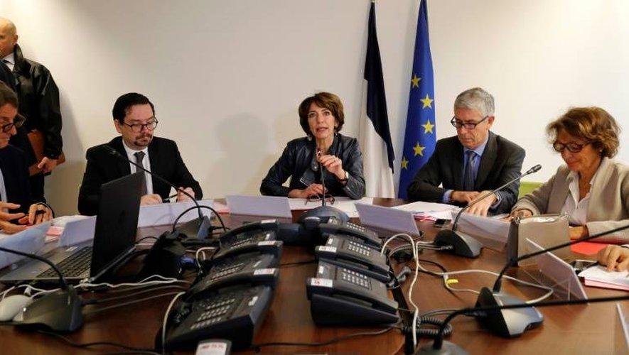 La ministre de la santé Marisol Touraine (c) s'exprime lors d'une conférence de presse, le 11 janvier 2017 à Paris sur la grippe