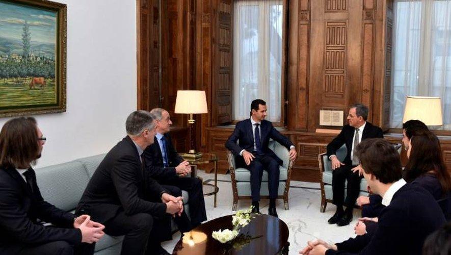 Bachar al-Assad, le député français Thierry Mariani et une délégation de députés français le 8 janvier 2017 à Damas