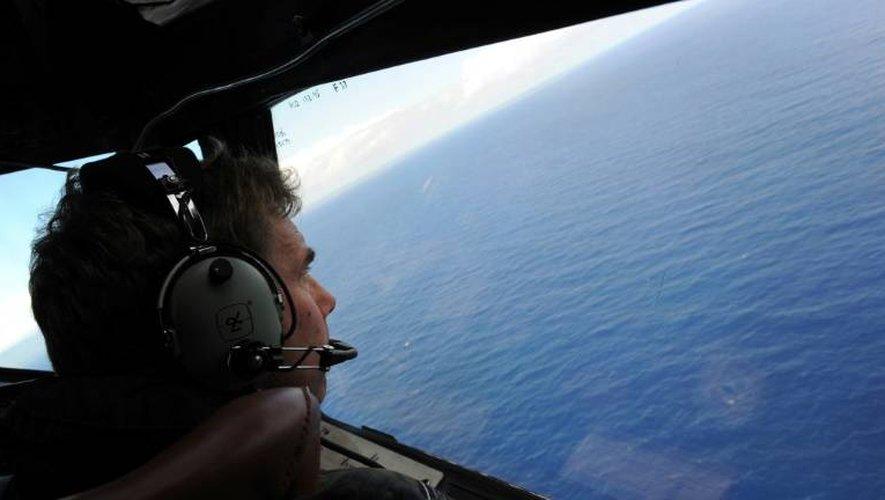 Un avion de la Royal Airforce néo-zélandaise participe aux recherches du vol MH370 de la Malaysian Airlines, le 13 avril 2014