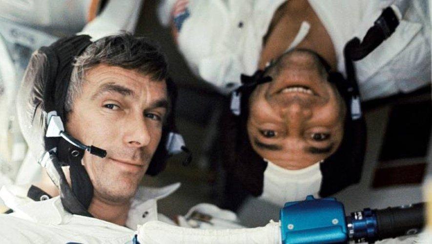 Les astronautes Eugene Cernan (g) commandant du vaisseau Apollo 17, et Ronald Evans, lors de la dernière mission habitée américaine vers la Lune, le 17 décembre 1972