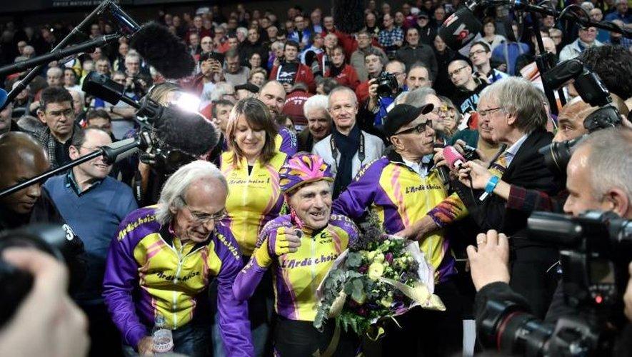 Super-champion Robert Marchand après son record de l'heure sur le vélodrome de St-Quentin, le 4 janvier 2017