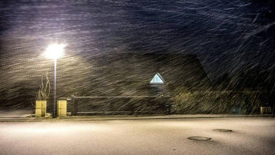 La pluie et un fort vent se sont abattus sur Godewaersvelde, dans les Hauts de France, le 12 janvier 2017