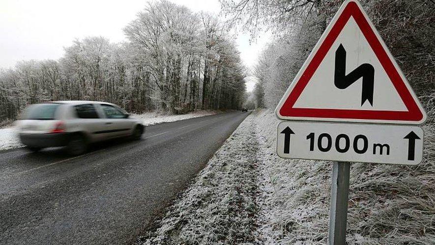 Une route verglacée le 1er janvier 2017 près de Reims