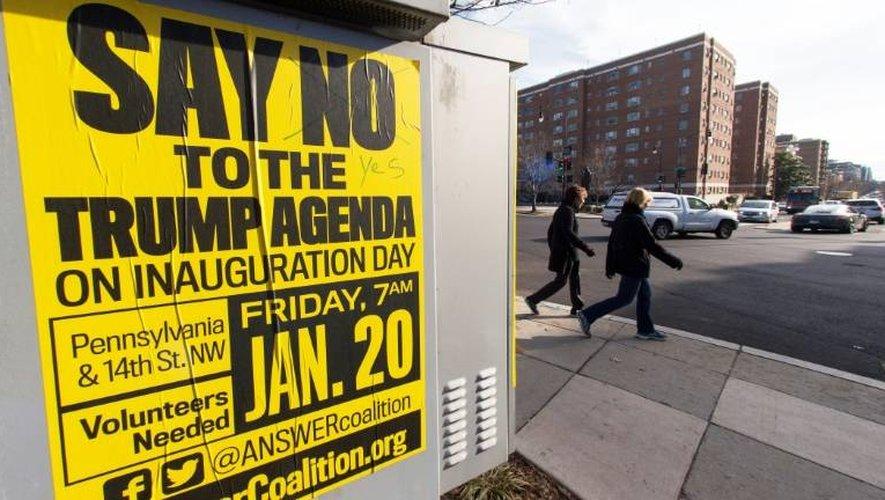 Une affiche appelant à manifester contre Donald Trump, le jour de son investiture, à Washington.