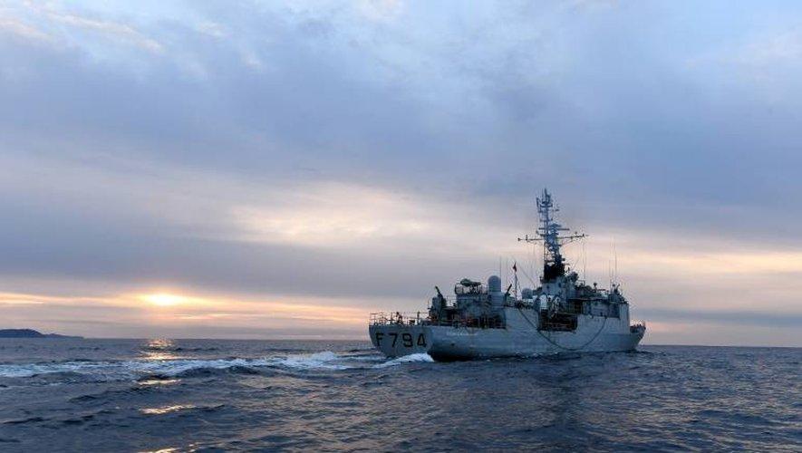 L'enseigne de vaisseau Jacoubet, un Aviso équipé de 90 marins, en mission en Méditerranée le 10 janvier 2017 au large de Toulon
