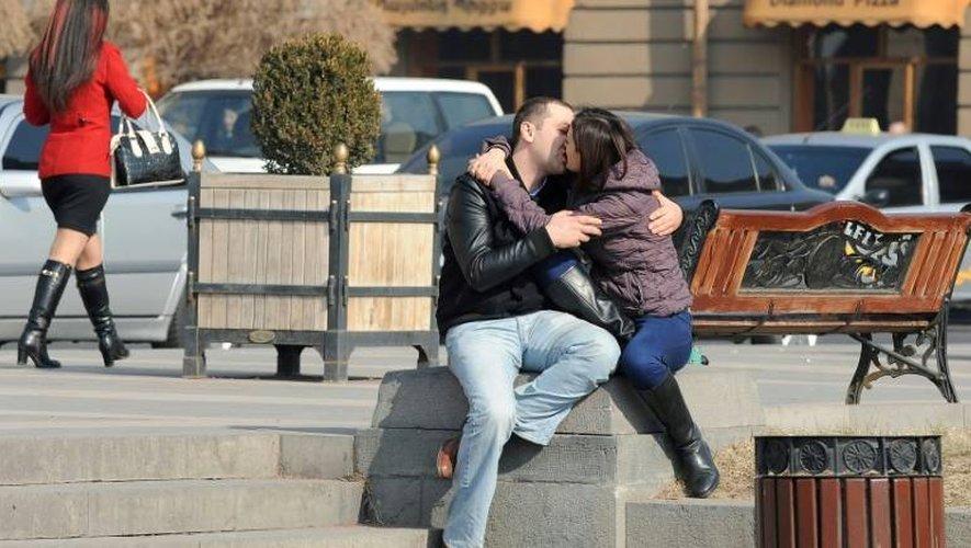 Un couple à Erevan le 14 février 2014