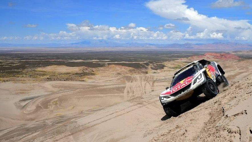 La Peugeot du Français Sébastien Loeb lors de la 4e étape du Dakar, entre San Salvador de Jujuy en Argentine et Tupiza en Bolivie, le 5 janver 2017