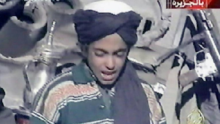 Capture d'écran effectuée le 7 novembre 2001 d'une vidéo où apparaît le fils préféré d'Oussama Ben Laden, Hamza