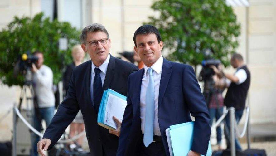 Vincent Peillon (g) et Manuel Valls, le 19 août 2013 à l'Elysée à Paris