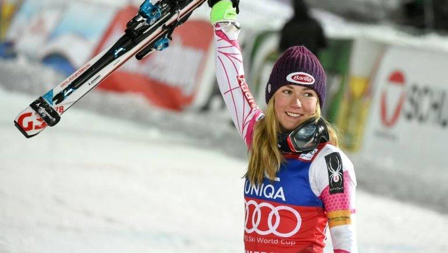 Mikaela Shiffrin célèbre sa victoire lors du slalom de Semmering (Autriche), le 29 décembre 2016