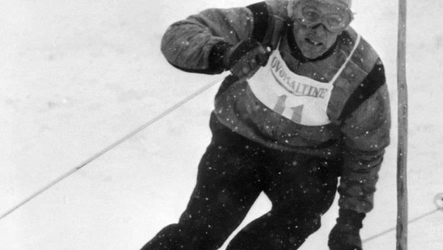 Le skieur français Jean Vuarnet, champion olympique de descente en 1960, lors d'une course pendant des années 1960