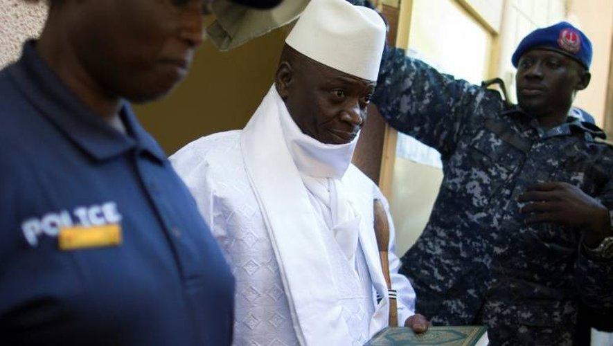 Le président gambien sortant Yahya Jammeh à la sortie du bureau de vote le 1er décembre 2016 à Banjul