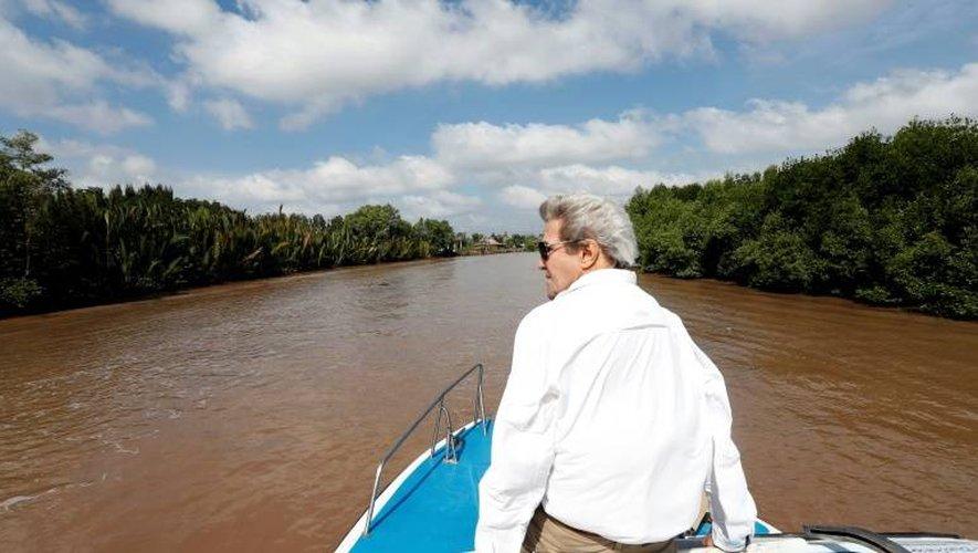 Le secrétaire d'Etat américain John Kerry sur le delta de la rivière Mekong le 14 janvier 2017