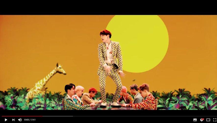 """100 millions de vues en moins d'une semaine, BTS bat le record avec """"Idol"""""""