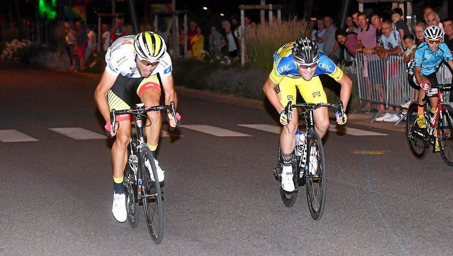 Alex Molin Pradel et son maillot blanc de leader du Challenge, lors de sa victoire le 14 juillet dernier sur l'avenue Victor-Hugo à Rodez.