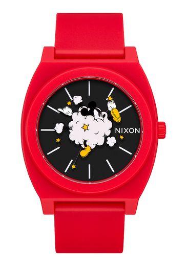 """La montre """"Time Teller P"""" de Nixon pour les 90 ans de Mickey Mouse."""