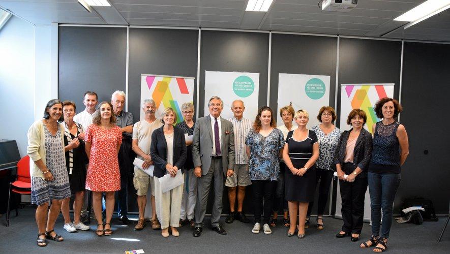 Jean-François Galliard et Christine Presne, président et vice-présidente d'Aveyron Culture, entourés de tous les partenaires de l'opération.