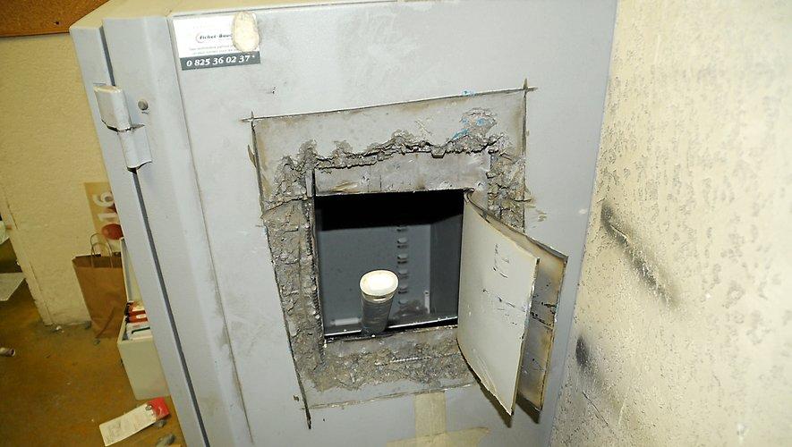 Le ou les voleurs ont dérobé près de 1 000 €.