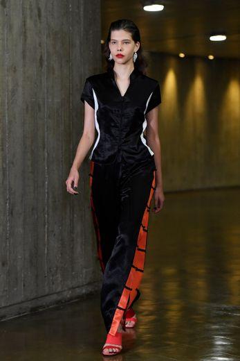 Avec sa nouvelle collection, Christelle Kocher a mis la diversité à l'honneur, proposant des silhouettes issues de divers endroits de la planète. Toujours dans l'esprit sportswear qui caractérise la maison. Paris, le 25 septembre 2018.