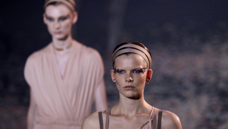 Bouche rosée et audace de l'eyeliner chez Christian Dior