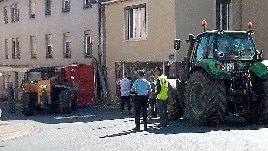 Rignac : la remorque du tracteur finit contre les fenêtres de l'Ehpad