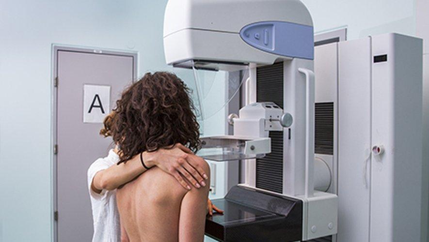 """25 ans après le premier """"Octobre Rose"""", le mois de sensibilisation au cancer du sein, le dépistage organisé souffre d'une désaffection croissante, mettant au défi la communauté médicale, qui planche désormais sur un dépistage personnalisé en fon"""