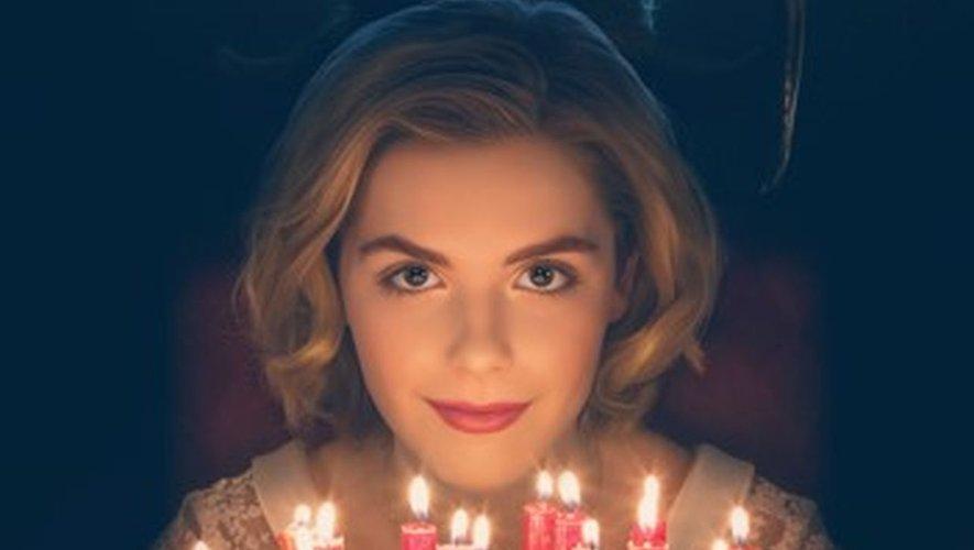 """Kiernan Shipka reprendra le rôle tenu par Melissa Joan Hart dans les années 1990 en interprétant une nouvelle version beaucoup plus sombre de l'apprentie sorcière dans """"Les Nouvelles aventures de Sabrina"""" sur Netflix."""