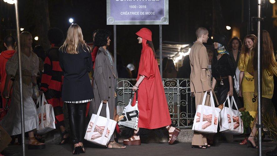 C'est à Saint-Germain-des-Prés, haut lieu de la vie culturelle et intellectuelle parisienne, que Sonia Rykiel a ouvert sa boutique en mai 1968.
