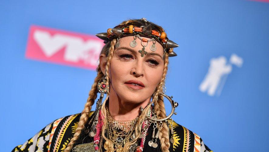 Madonna prend la pose pendant la soirée des MTV Video Music Awards 2018, au Radio City Music Hall le 20 août 2018 à New York.