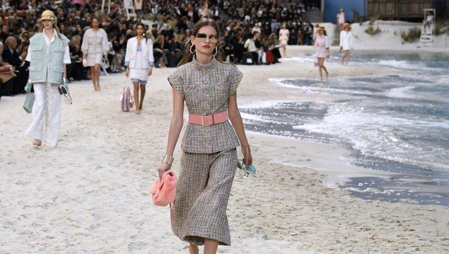 Chanel a emmené ses invités à la plage pour le printemps-été 2019, avec une collection moderne, fraîche et chic, en totale adéquation avec l'ADN de la maison française. Paris, le 2 octobre 2018.