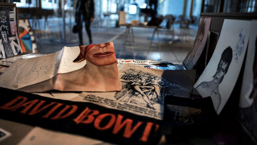 Plus de 600 objets autour de David Bowie, dont certains inédits, sont exposés à partir de jeudi à la Cité du Design de Saint-Étienne
