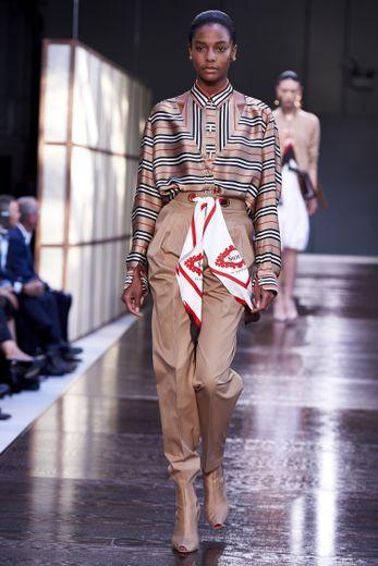 La ceinture-foulard de Burberry, très sophistiqué. Londres, le 17 septembre 2018.