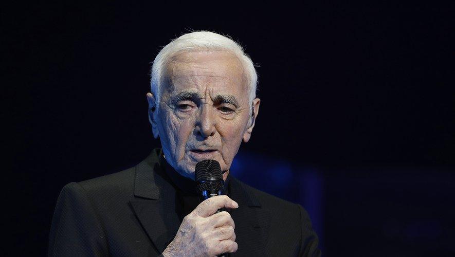 """Le chanteur Charles Aznavour est décédé """"de mort naturelle"""" lundi dans le sud de la France"""