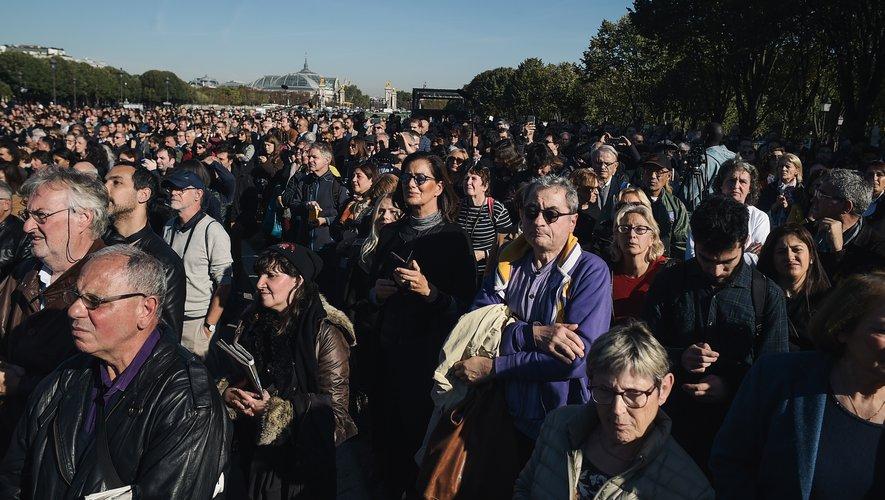 Plus de 2.000 personnes étaient venues assister à cette cérémonie officielle, comme cela fut le cas pour d'autres personnalités, Simone Veil et Jean d'Ormesson.