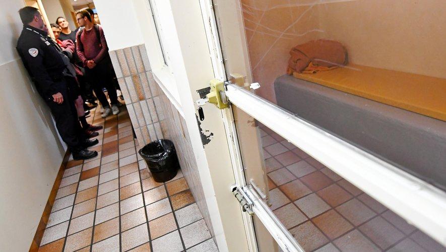 Les étudiants en STAPS ont découvert les locaux du commissariat de police de Rodez.