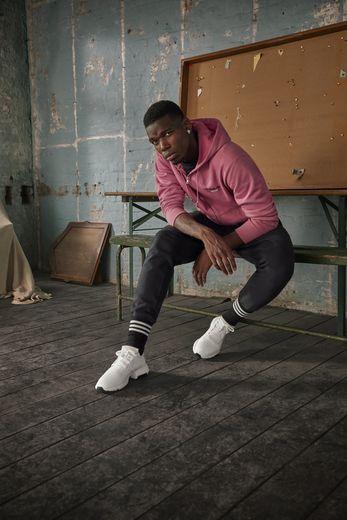 Paul Pogba prend la pose pour la nouvelle campagne adidas Originals consacrée aux sneakers P.O.D-S3.1.