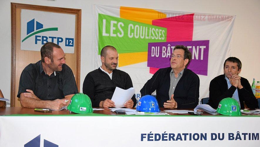 Robert Hyronde (3e à droite), secrétaire général de la FBTP.