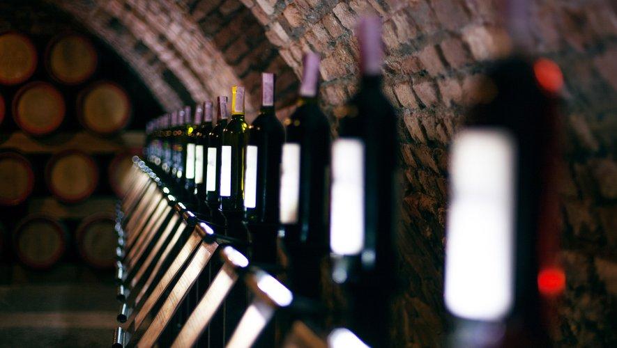 Sur un an (de juillet 2017 à juillet 2018) les vins de Bordeaux accusent une baisse de 5% (comparé à la même période 2016/2017) des volumes vendus avec 155 millions de bouteilles pour une valeur de 875 millions d'euros (-1%)