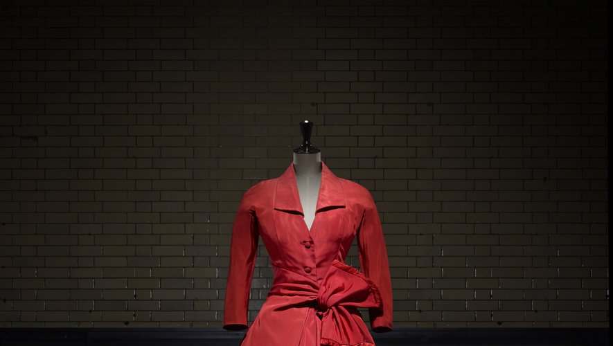 Robe Écarlate, automne/hiver 1955, collection Haute Couture Dior. Victoria and Albert Museum, Londres