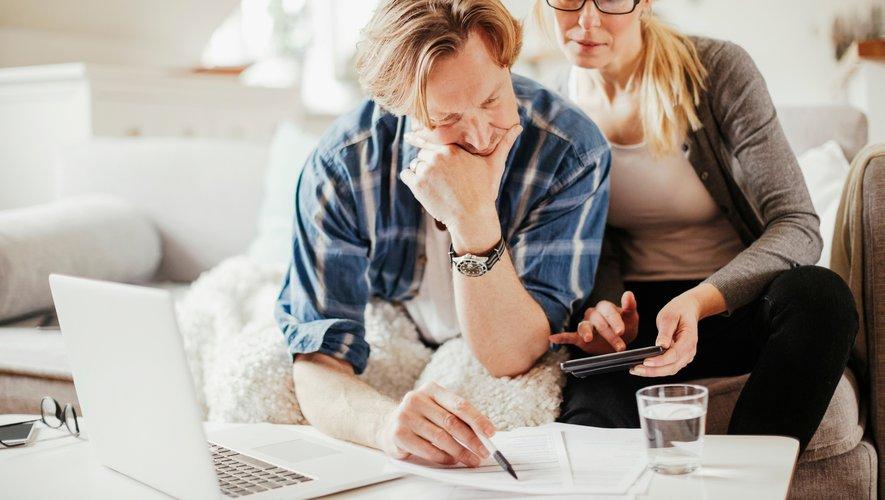 En achetant à crédit un bien qui va entrer dans la communauté matrimoniale, chacun des époux engage son patrimoine entier en garantie, auprès du créancier