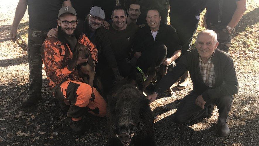 Les chasseurs d'Olemps abattent un sanglier pesant... 122 kilos !
