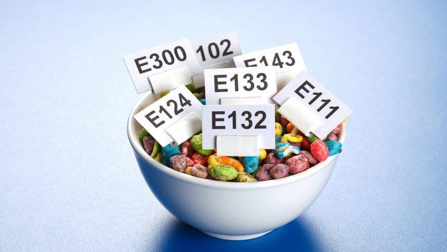 Aliments industriels : découvrez la liste des additifs dangereux