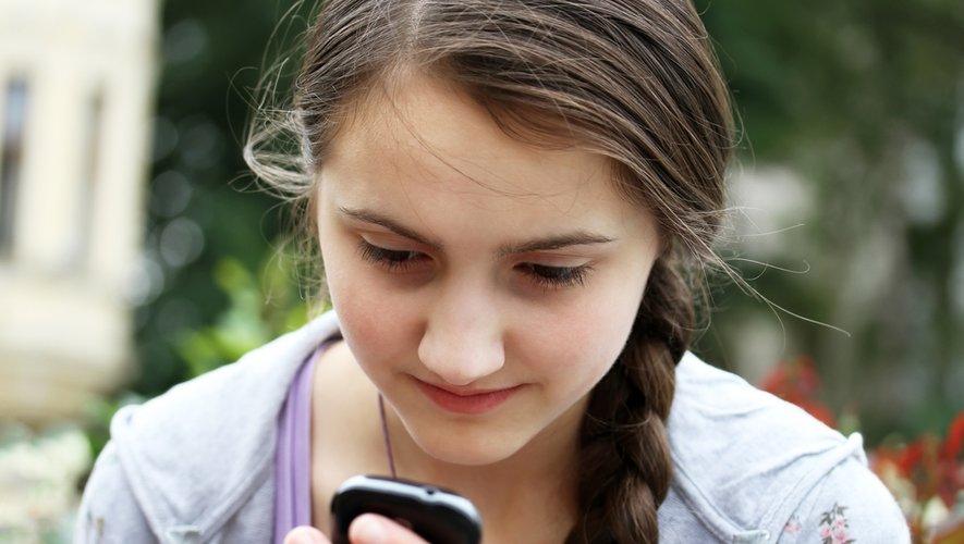 9 adolescents sur 10 estiment que le smartphone est un bon moyen de rester en relation, à tout moment, avec ses amis.