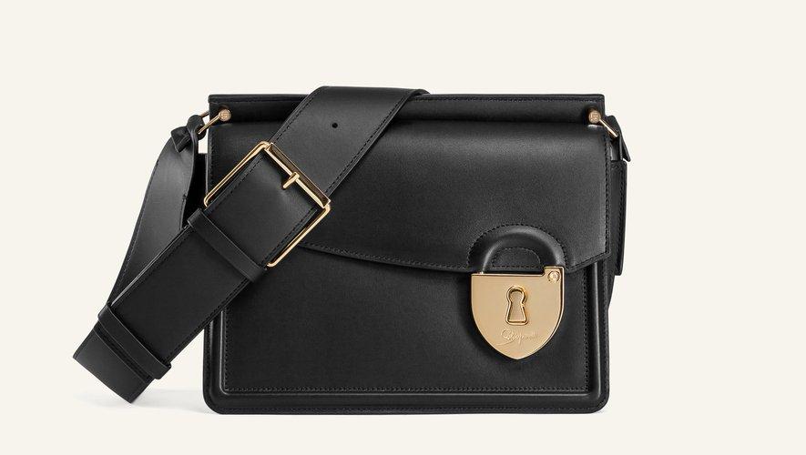 """Le sac """"Secret de Schiaparelli"""", le premier créé par la maison de luxe."""