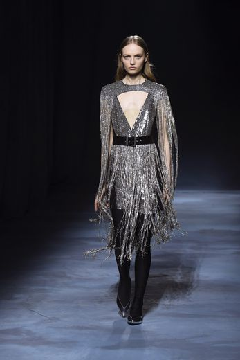 La maison Givenchy présentera à nouveau ses collections hommes et femmes séparément à compter de janvier prochain.