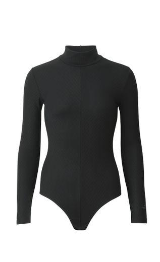 La collection Alexander Wang x Uniqlo comprend des bodys manches longues et manches courtes pour femmes.